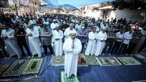 برگزاری نماز جمعه در غزه مقابل مقر صلیب سرخ