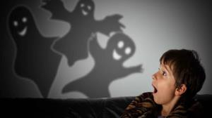 آیا هیولا های زیر تخت کودکان خیالی هستند یا واقعیت دارد؟
