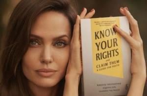 تصاویری از آنجلینا جولی در مراسم امضای کتابش
