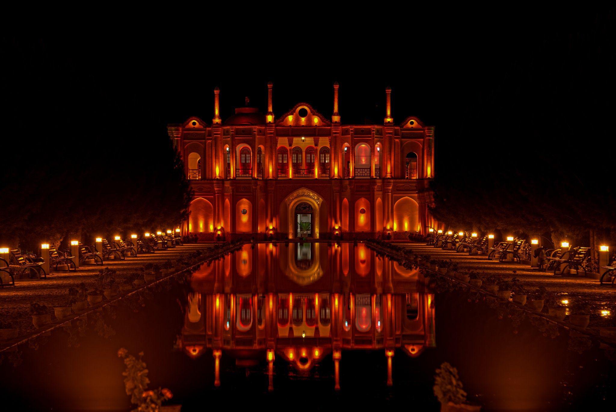 نمایی زیبا از عمارت باغ فتح آباد کرمان
