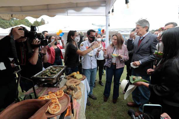 تست غذا توسط رییس جمهور اکوادور در نمایشگاه «شیرین و نمک»