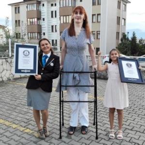 بلندقدترین دختر دنیا با بیش از ۲۱۵ سانتیمتر قد