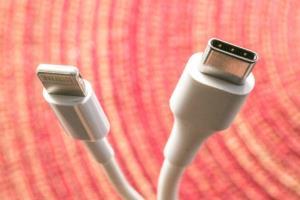 اتحادیه اروپا ادعای اپل درباره تضاد استفاده از درگاه USB-C با نوآوری را رد کرد