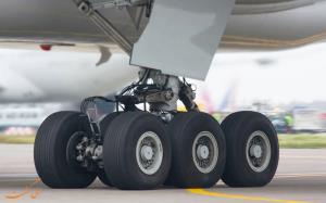 تعویض لاستیک هواپیما