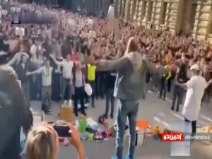 اعتراض جالب معترضان ایتالیایی به واکسیناسیون اجباری
