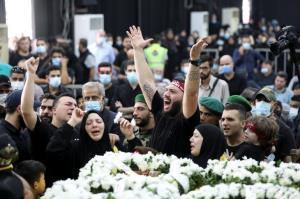 تشییع شهدای حمله مسلحانه به تظاهرات کنندگان در بیروت