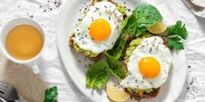 ۶ گزینه غذایی موثر برای خلاص شدن از کسالت صبحگاهی