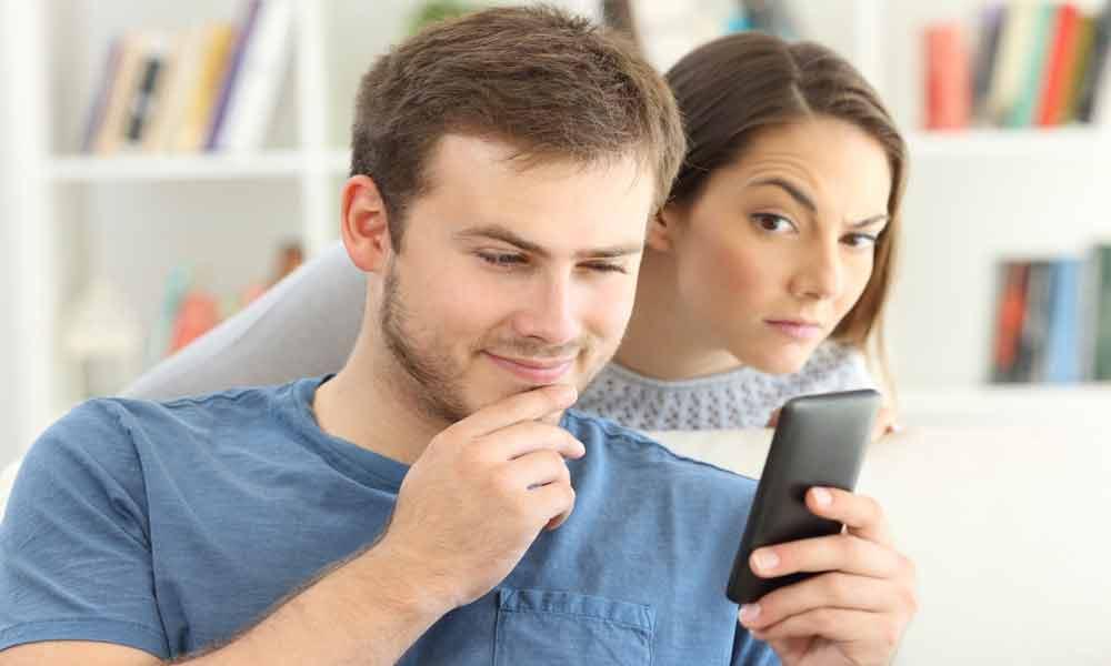 حاضری رمز گوشی رو به همسرت بدی؟