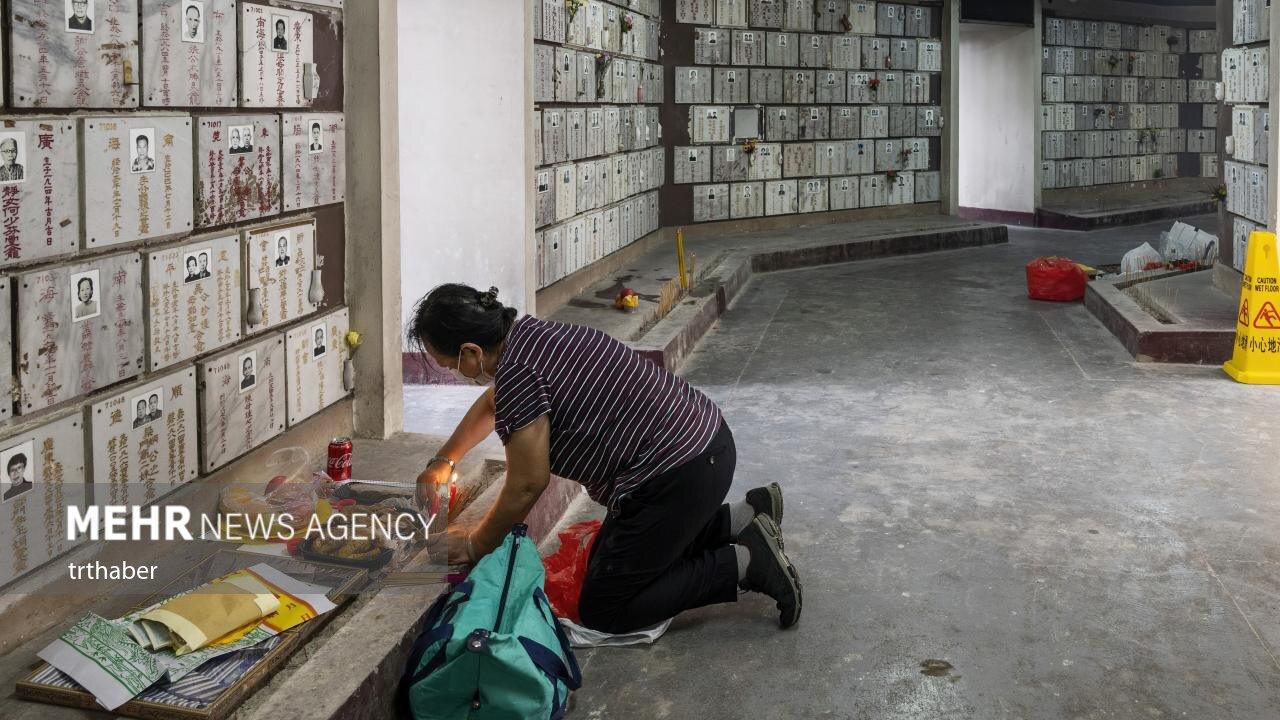 روز احترام به درگذشتگان در هنگ کنگ؛ پیشکش خوراکی ها به اسلاف!