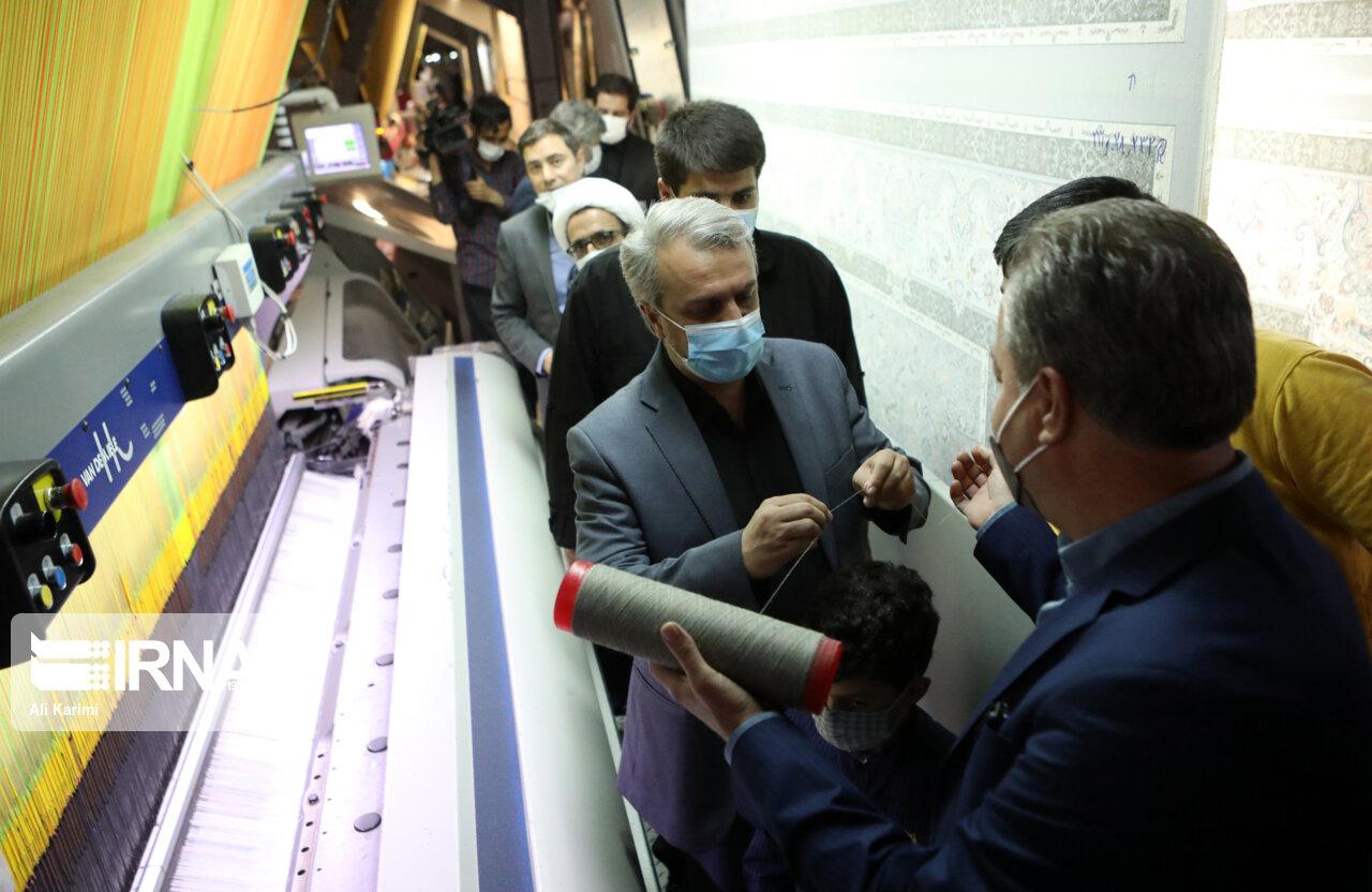 عکس/ سرِ نخ در دستان وزیر صنعت معدن و تجارت