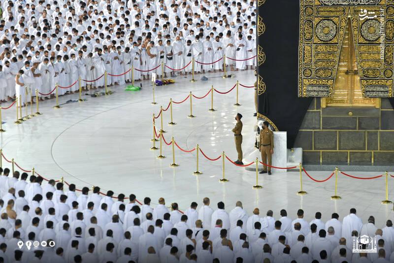 عکس/ نخستین نماز در مسجد الحرام بدون فاصله اجتماعی