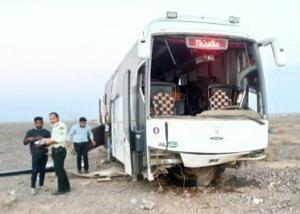 برخورد اتوبوس کرج-یزد با تپه خاکی در اردستان ۸ مصدوم بهجا گذاشت