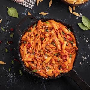پاستا «آرابیتا» غذایی ایتالیایی با سس گوجه فرنگی