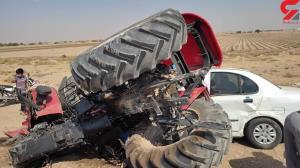 تصادف شدید خودروی سواری با تراکتور در خوزستان