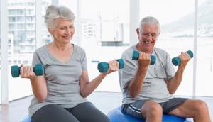 3 نرمش آسان برای حفظ تعادل سالمندان