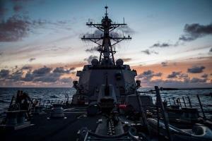 انتقاد شدید چین از اعزام ناوهای جنگی آمریکا به تنگه تایوان
