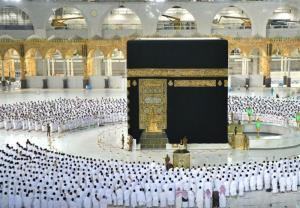 نخستین اقامه نماز بدون فاصله گذاری اجتماعی در مکه بعد از کرونا
