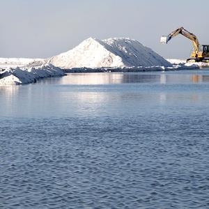 تاکید مخبر بر تکمیل طرحهای نیمه تمام احیای دریاچه ارومیه