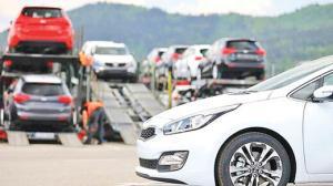 حباب قیمت خودروهای وارداتی تخلیه میشود؟