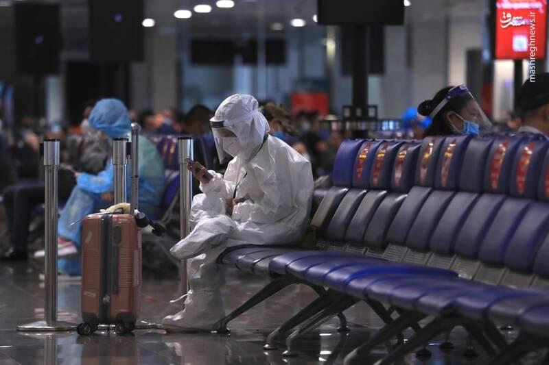 مسافرت با لباس محافظ کامل در برابر کرونا