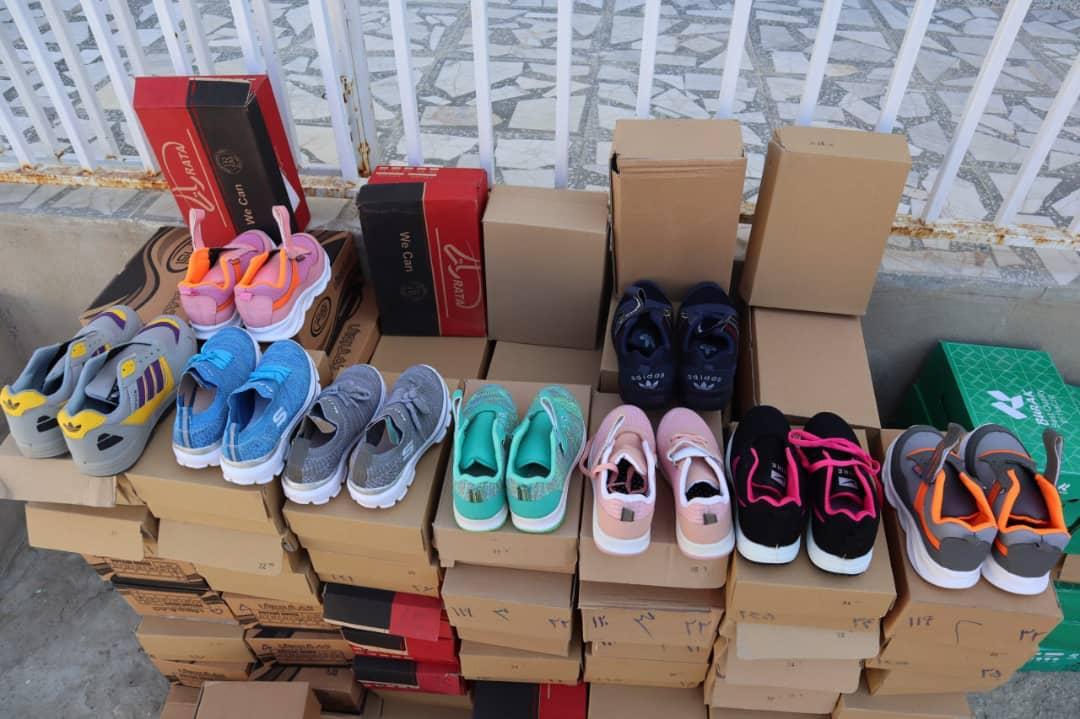 اهدای ۱۱۰ جفت کفش به نیازمندان در گلهدار