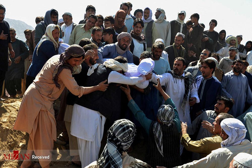 تصاویری دردناک از تشییع پیکر شهدای مسجد فاطمیه قندهار