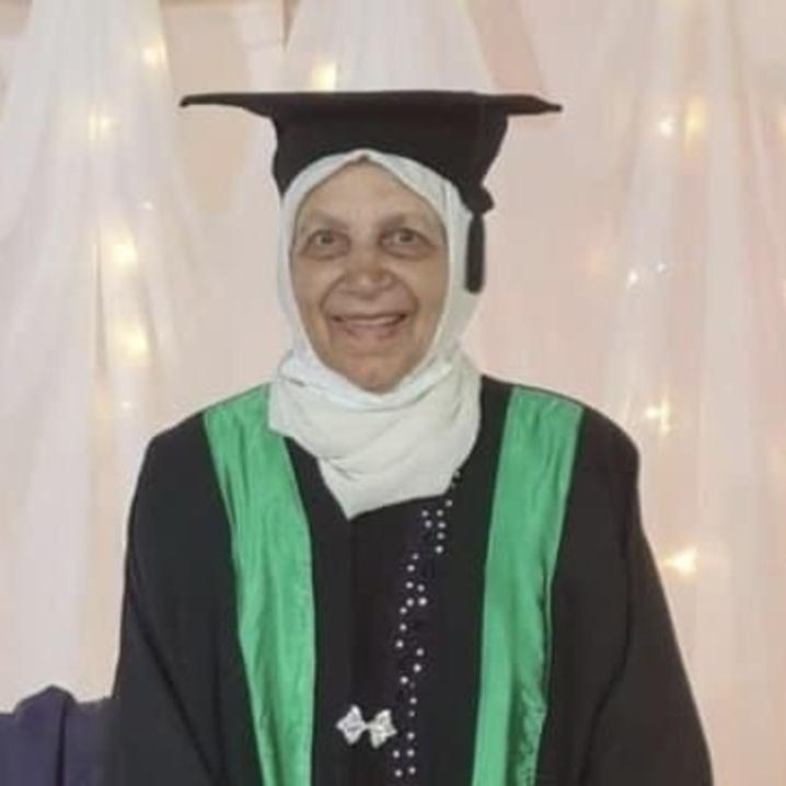 مسنترین بانوی دانشجو در ۸۵ سالگی فارغالتحصیل شد