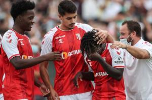 اشکهای پدیده 15 ساله پس از اولین گلش در فوتبال پرتغال
