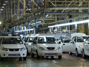 یک سوم خودروهای تولیدی به پارکینگ منتقل میشوند