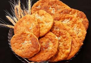 پخت «نان روغن جوشی» سنتی به روش کرمانی ها