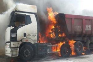 آتش سوزی ناگهانی نفتکش و عکسالعمل سریع راننده