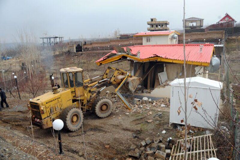 ۳۵ مورد ساخت و ساز غیرمجاز در مراغه تخریب شد