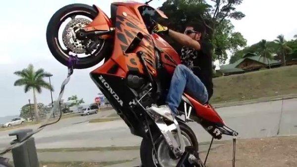 عاقبت تک چرخ زدن با موتورسیکلت!