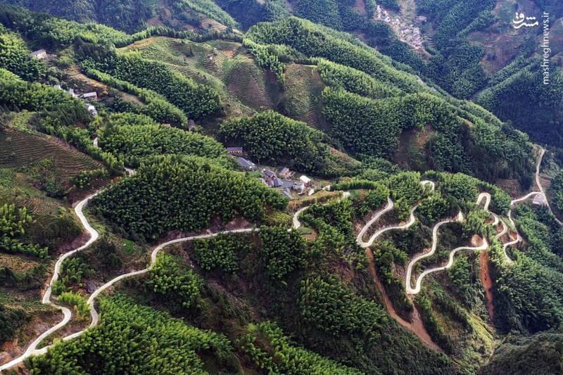 جادهای مارپیچ در ارتفاعات چین