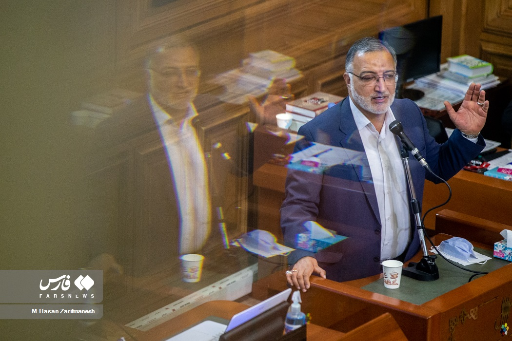 حضور زاکانی در جلسه شورای شهر تهران