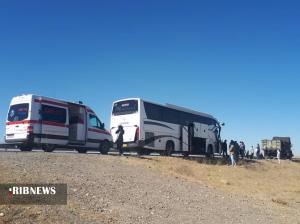 عکس/ تصادف اتوبوس با کامیون در آزادراه ساوه-همدان