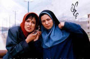 عکسی از پانته آبهرام و فقیهه سلطانیدرنمایی از فیلم عینک دودی