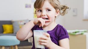 شیر پرچرب برای بچه ها مفید است یا کم چرب؟