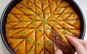 شیرینی ها/ آموزش «باقلوا یزدی حاج خلیفه» به روش اصیل