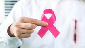 افزایش سن از عوامل موثر بروز سرطان سینه در زنان