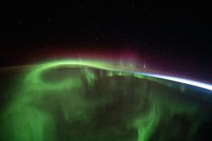 درخشش حیرتانگیز شفق قطبی از منظر ایستگاه فضایی بینالمللی