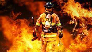 اقدام شجاعانه یک آتشنشان در خاموش کردن آتش
