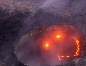 صورتک خندان در دهانه یک آتشفشان