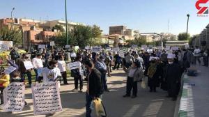 مردان برای کاهش میزان مهریه مقابل مجلس تجمع کردند