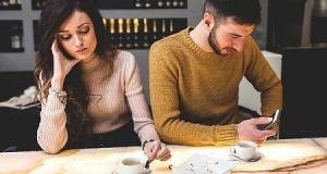 چرا مردان زنان خود را نادیده می گیرند؟