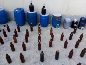کشف یک کارگاه مشروبات دستساز در بندرعباس