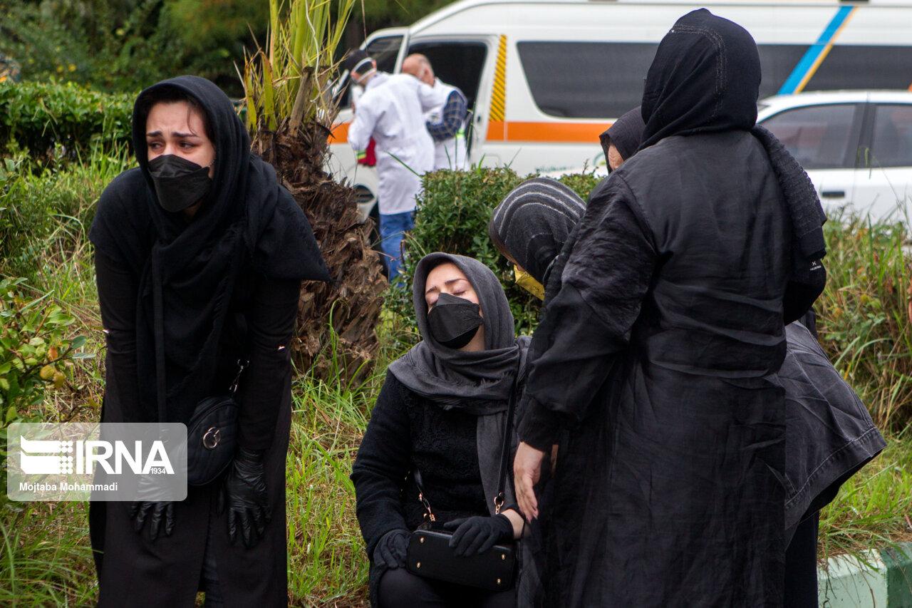 عکس/ لحظات تلخ وداع با شهدای مبارزه با مواد مخدر نیروی انتظامی