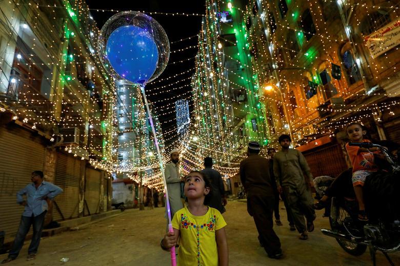 چراغانی کراچی به مناسبت میلاد پیامبر(ص)