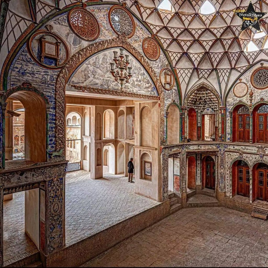خانه زیبای بروجردی ها در کاشان