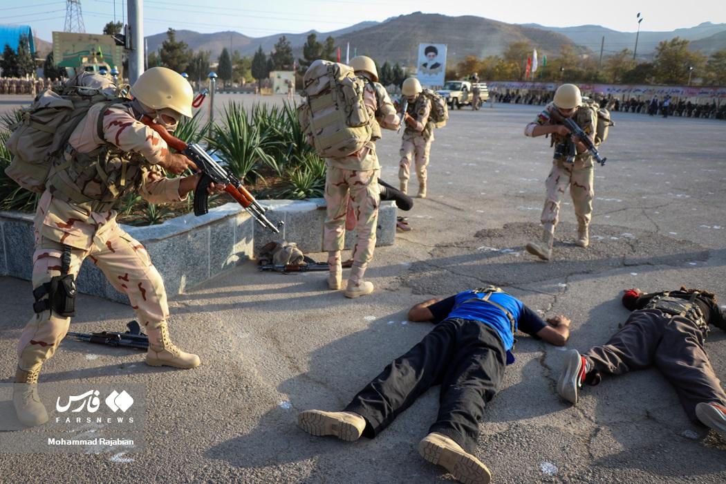عکس/ درگیری نمادین با اشرار در جشن دانشآموختگی مرزبانان